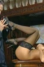 Jartiyerli Seksi İtalyan Kızları
