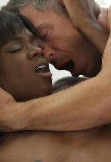 Kara Kızı Mutlu Eden Beyaz Erkek Seks Filmi