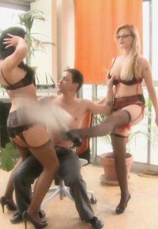 Şanslı Patron Genç Sekreterler ve Grup Sex